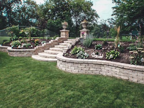 Veert Landscaping Inc. - Retaining Wall - Flower Bed - 1