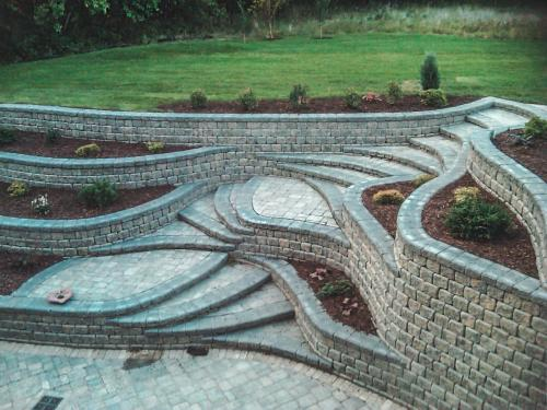 Veert Landscaping Inc. - Retaining Wall - Flower Bed - 2