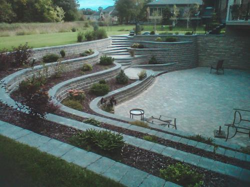 Veert Landscaping Inc. - Retaining Wall - Flower Bed - 4